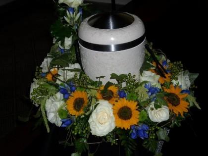 Trauerkranz, Urne, Blumenhaus Sauertz